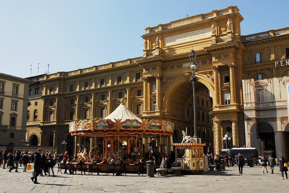 Piazza della Repubblica - Giostra Antica - day