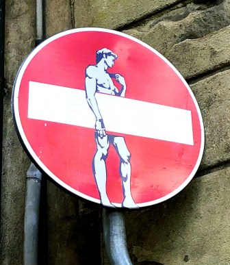 """CLET: the street artist behind the """"customized"""" traffic signs in Florence"""
