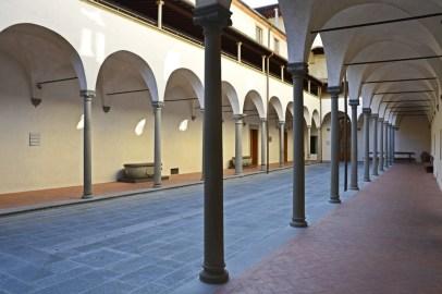 Museo degli Innocenti - cortile - Florence