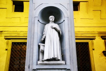 Uffizi Square of Florence: the sculptures of the Great Tuscans