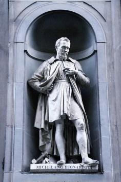 Great Tuscans - Piazzale degli Uffizi - Florence