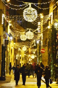 Streets of Florence at Christmas time - via della Condotta