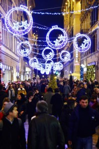 Streets of Florence at Christmas time - via Calzaiouli