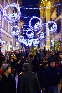 Streets of Florence at Christmas time - via Calzaiouli