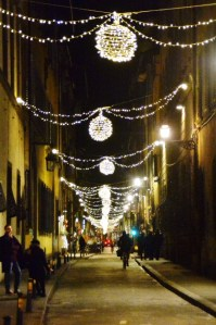 Streets of Florence at Christmas time - via dei Serragli