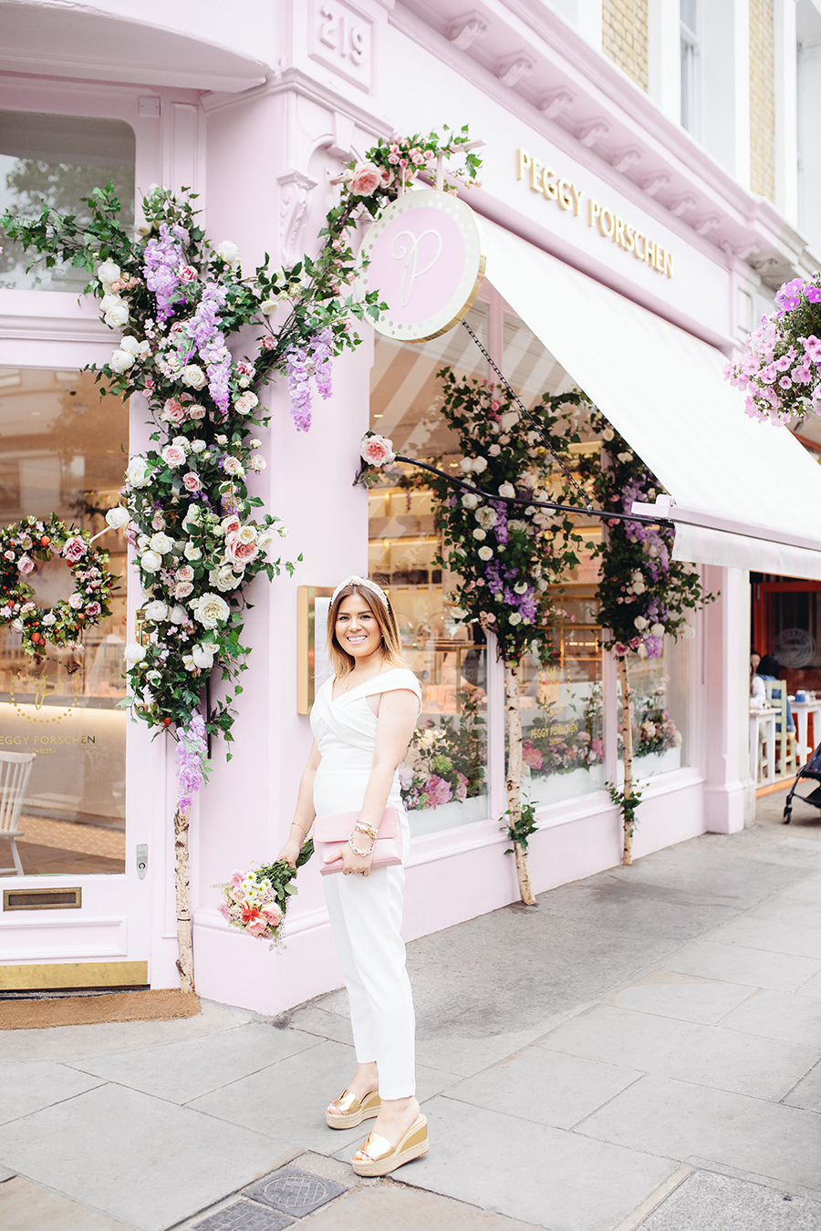 Peggy Porschen London champagne and cupcakes