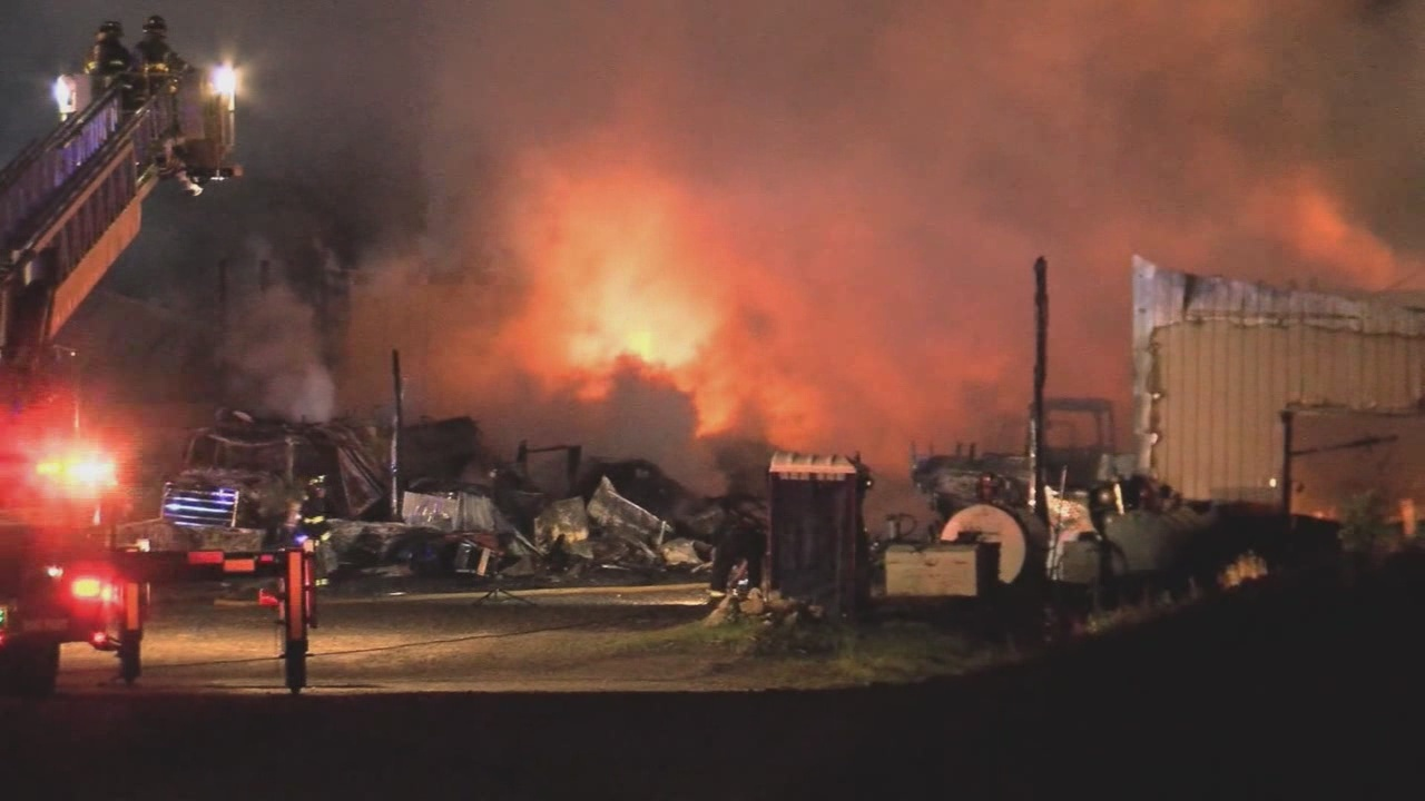 Massive barn fire in Livingston County