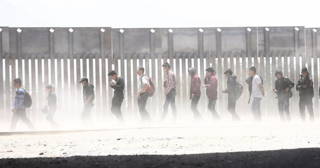 migrants_1558142536473.jpg