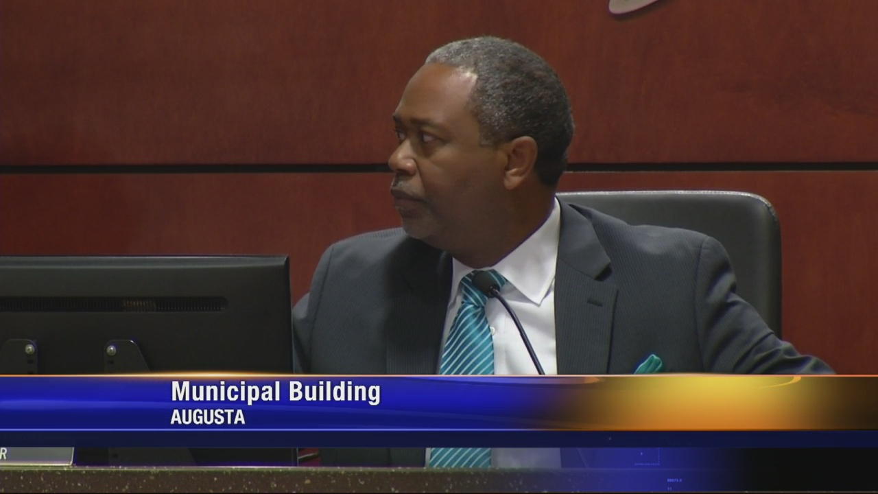 Mayor Davis wants Commissioner to abandon pay fight