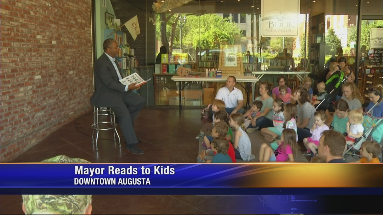 Mayor-reads-to-kids_253552