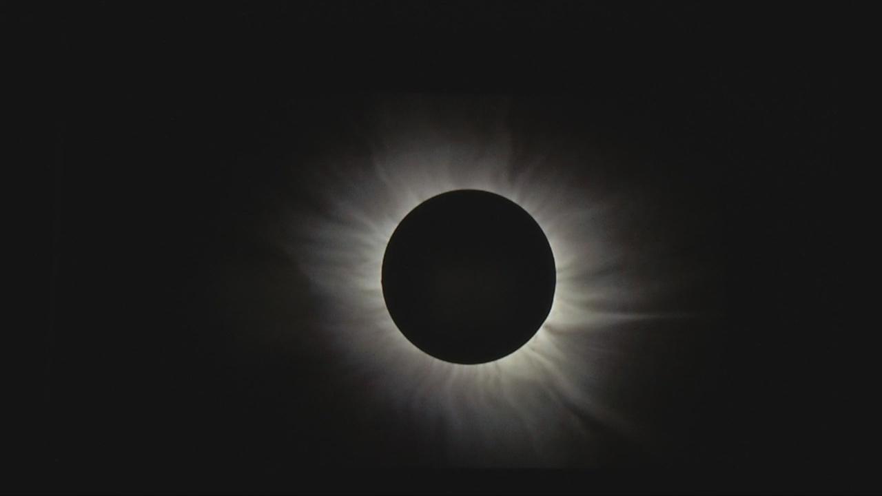 TotalSolarEclipse_289827