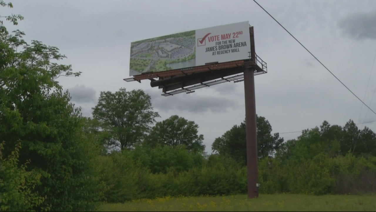 Pro_Regency_for_arena_billboards_go_up_0_20180426211522