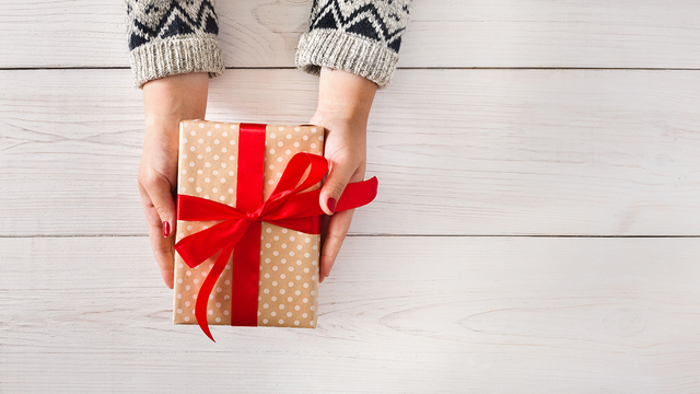 gift2520giving_1511816384334_318693_ver1-0_29479366_ver1-0_640_360_36654015_ver1.0_640_360_1543329411627.jpg