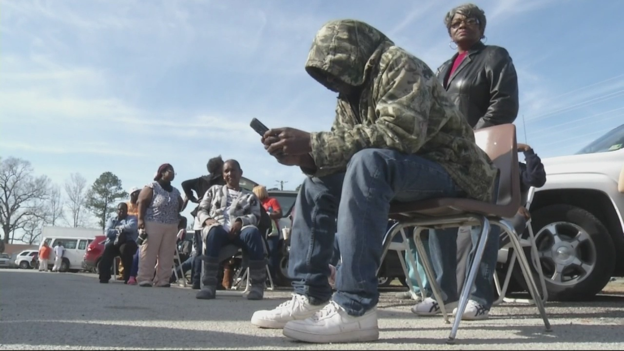 Evacuees in Jefferson County meet long lines.