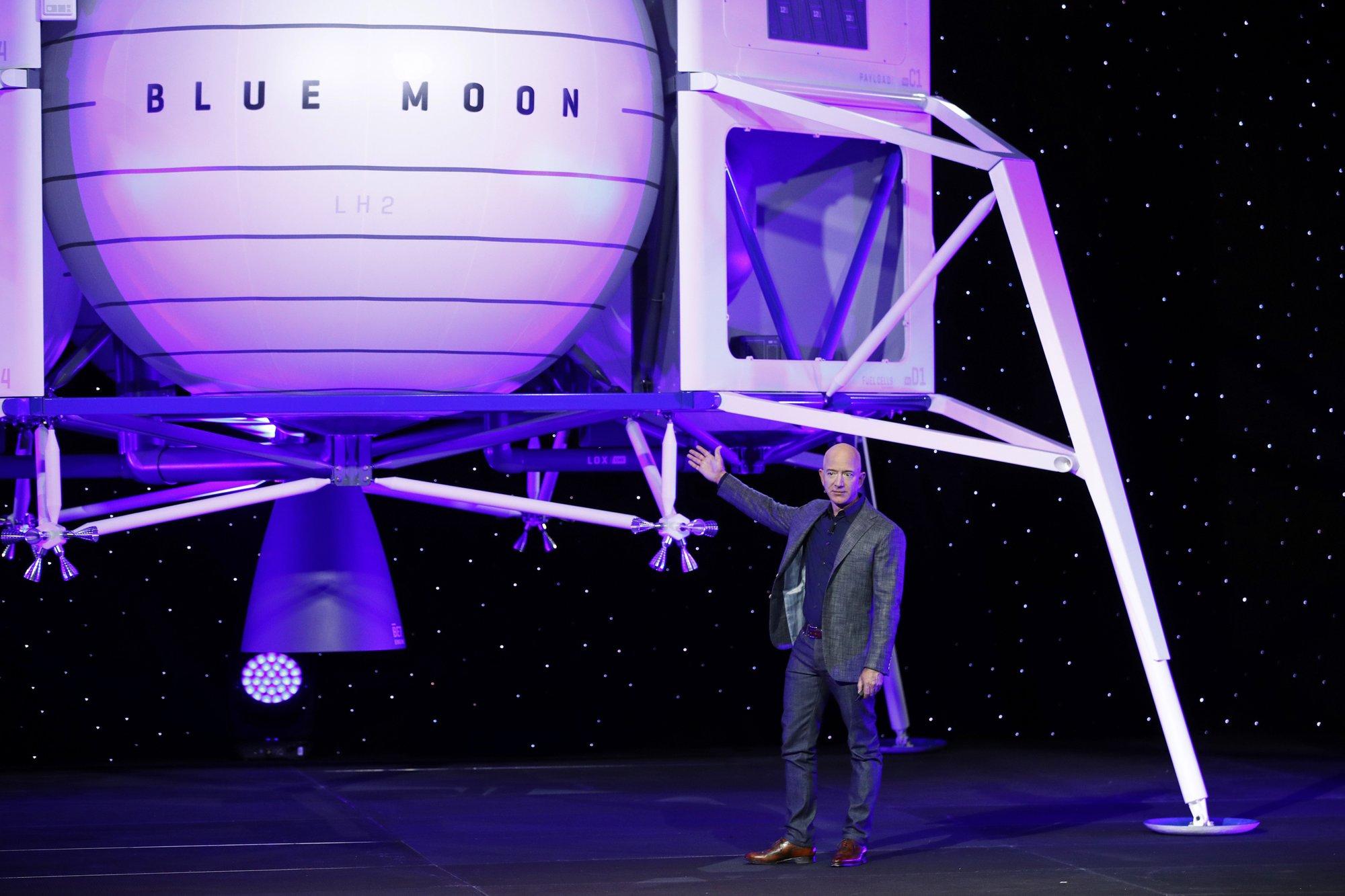 Bezos Moon_1557715119899.jpeg.jpg