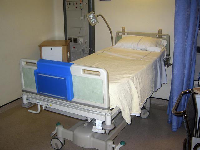 hospital bed_57765