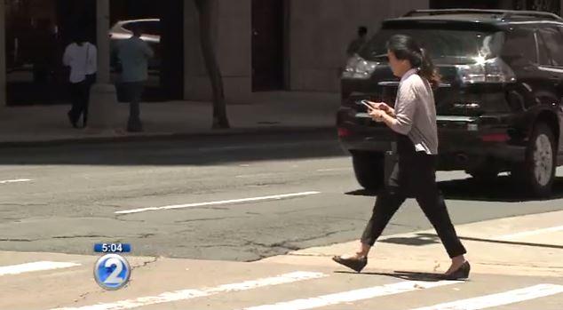 pedestrian texting ban_378557