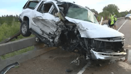 6 people injured in head on collision_443322