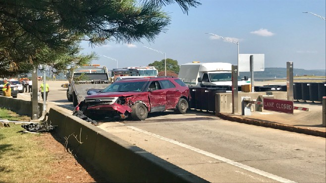 Lawrence County toll plaza crash_425365