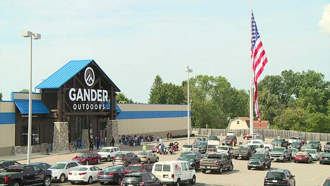 Gander Outdoors, Eastwood Mall
