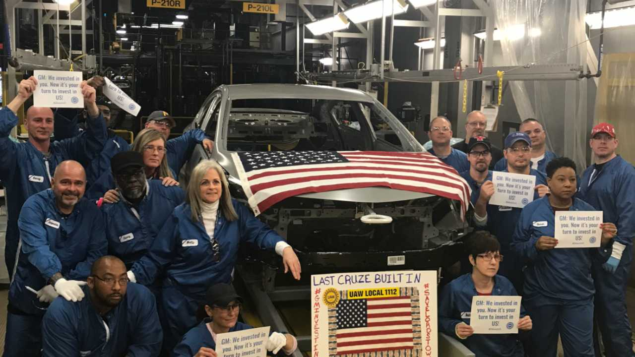 Last Chevy Cruze goes through GM Lordstown's paint shop