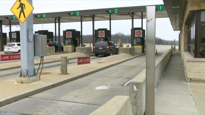 Debris in road causes delay on Pa  turnpike
