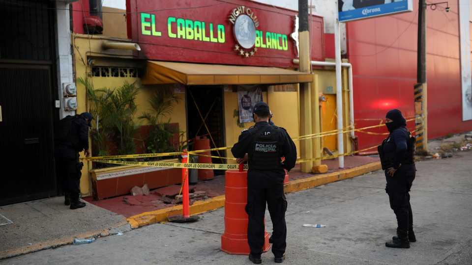 Fire set by gang members at Mexico bar