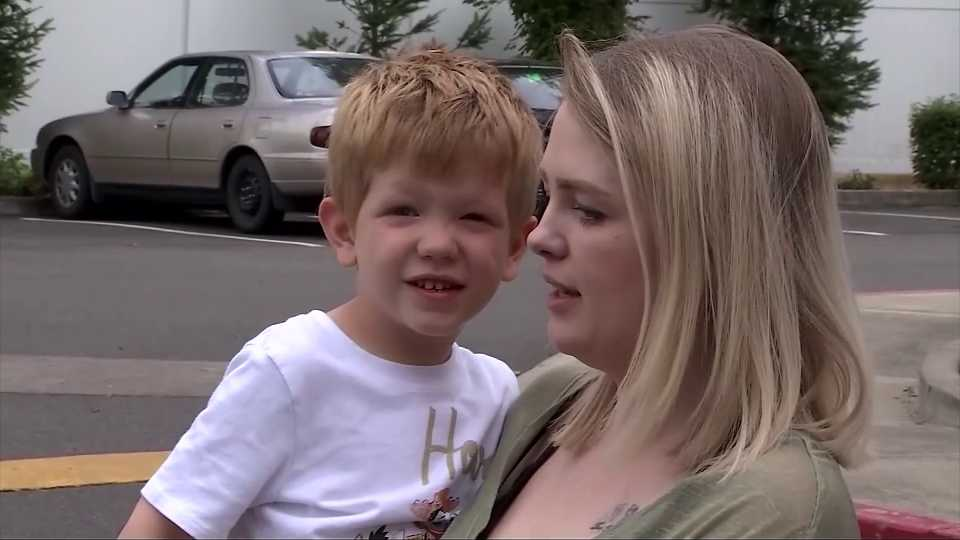 Couple pretends to be with Child Protective Services, trying to take little boy in Washington