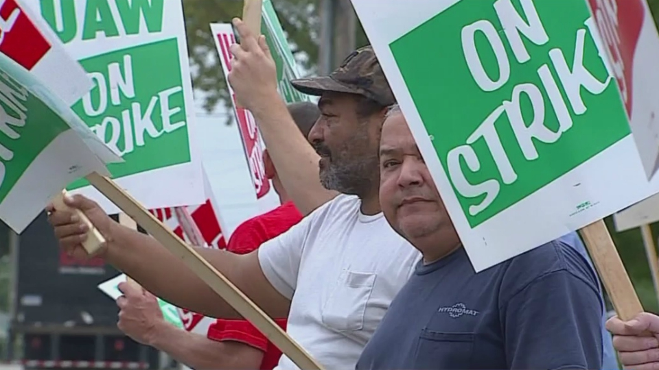 United Auto Workers picketers in front of General Motors' plant in Wyoming. (Sept. 16, 2019)