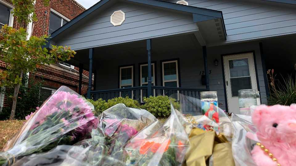 Bouquets of flowers and stuffed animals are piling up outside the Fort Worth home Monday, Oct. 14, 2019, where a 28-year-old black woman was shot to death by a white police officer (AP Photo/Jake Bleiberg).
