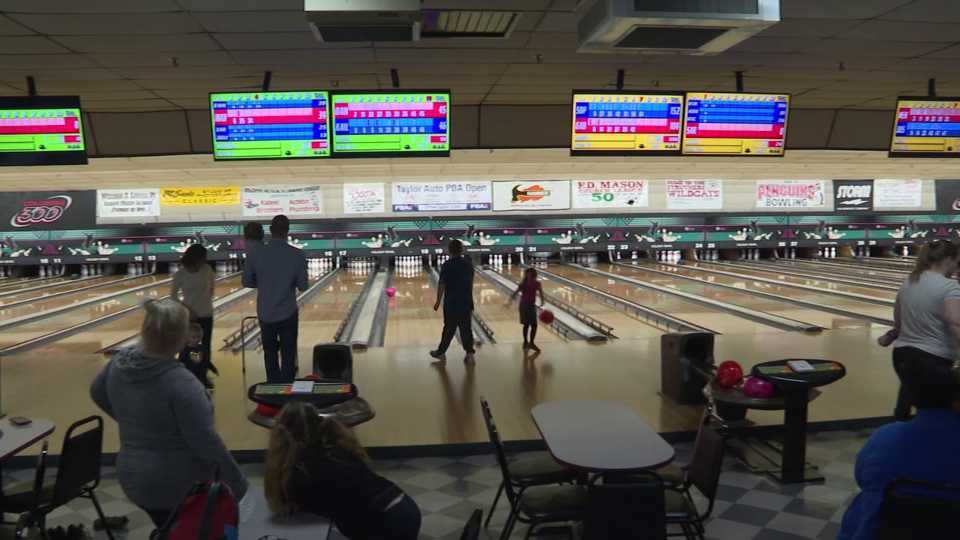 Autism Society hosts Holiday Bowl in Struthers for families living with autism