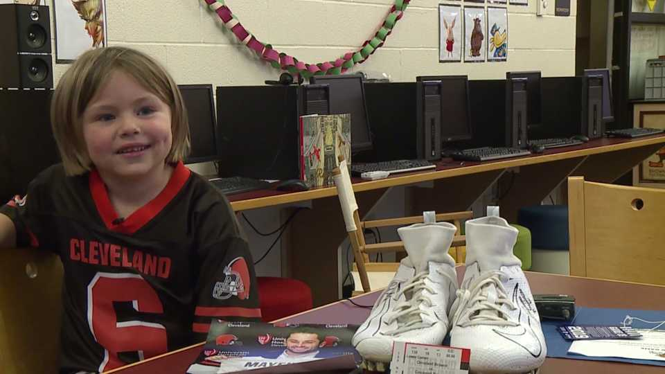 Warren kindergartener Cloie Johnson meets Cleveland Browns quarterback Baker Mayfield