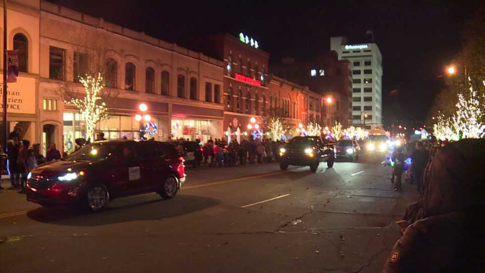 Warren celebrates Christmas in the Square parade