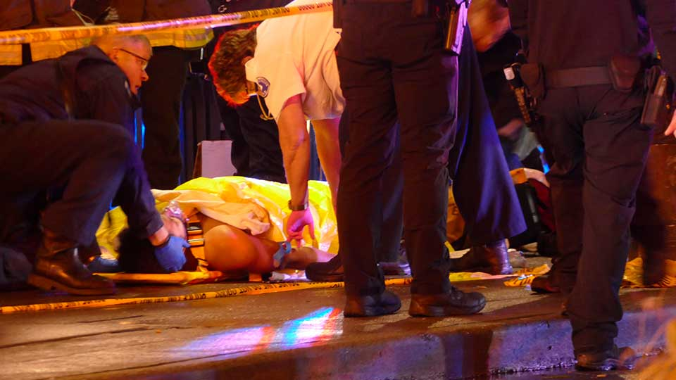 https://apnews.com/11db2e0363f95b331e3218328fc86ef7 Click to copy RELATED TOPICS Shootings General News Crime Fires AP Top News Seattle U.S. News 1 dead, 7 wounded in downtown Seattle shooting