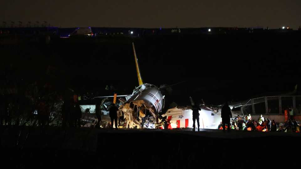 Istanbul runway plane crash