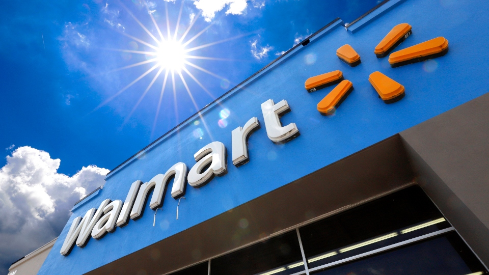 Walmart earns, fourth quarter profits