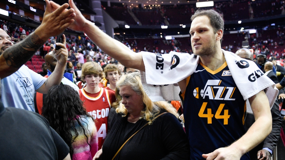 NBA to players: Avoid high-fives as virus concern grows.
