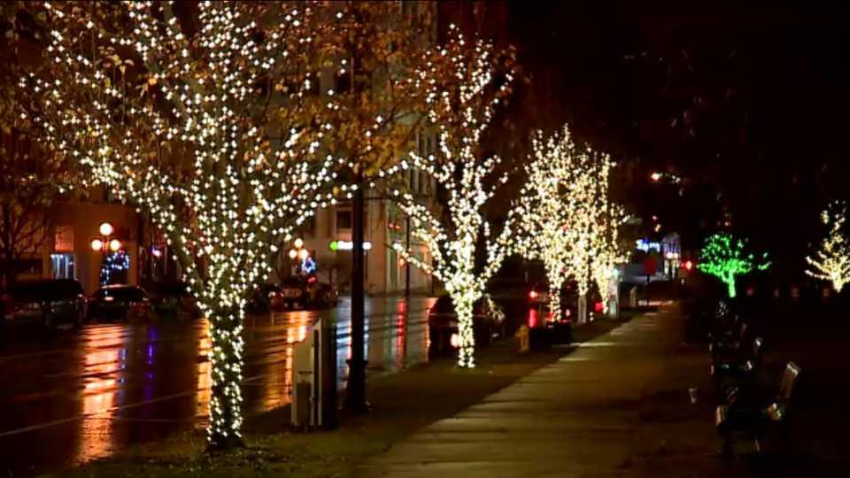 Warren holiday lights