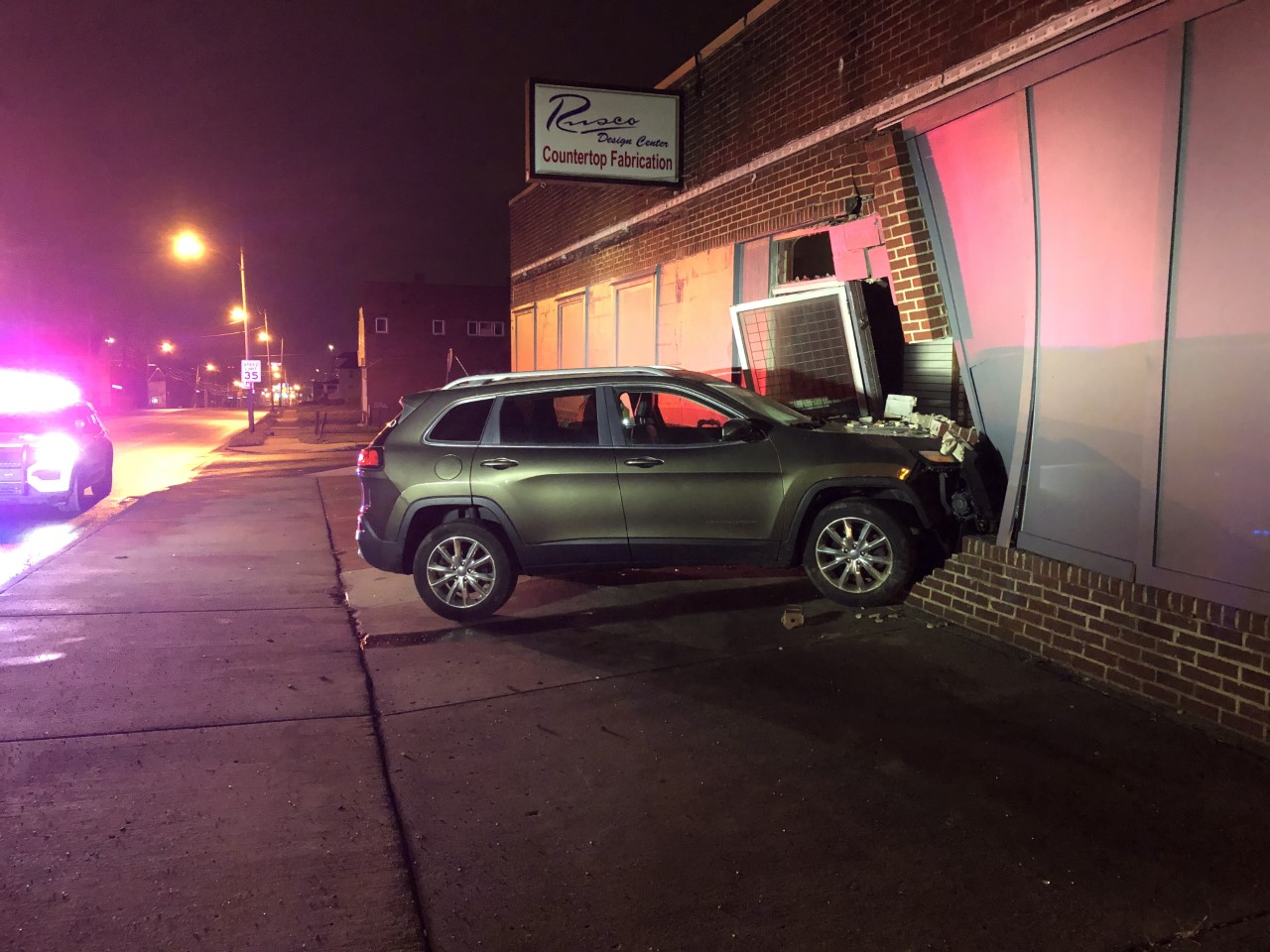 A short chase in Youngstown overnight ended with a car crashing into a building.