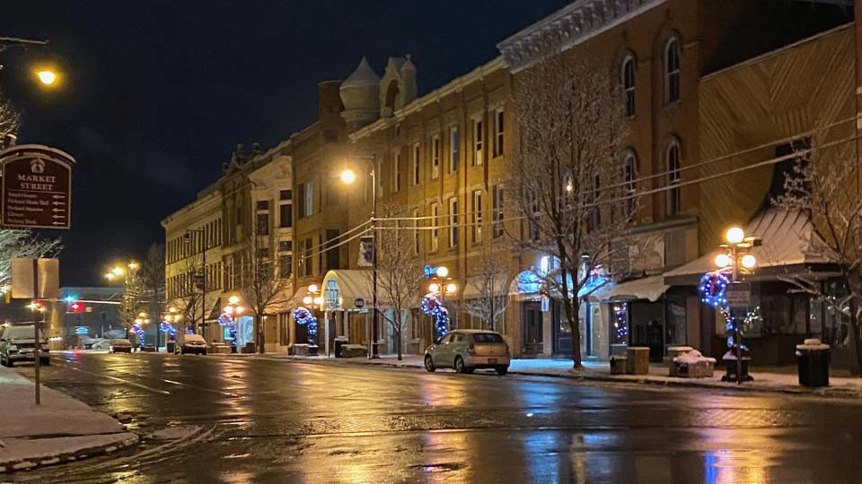 Downtown Warren Christmas decorations