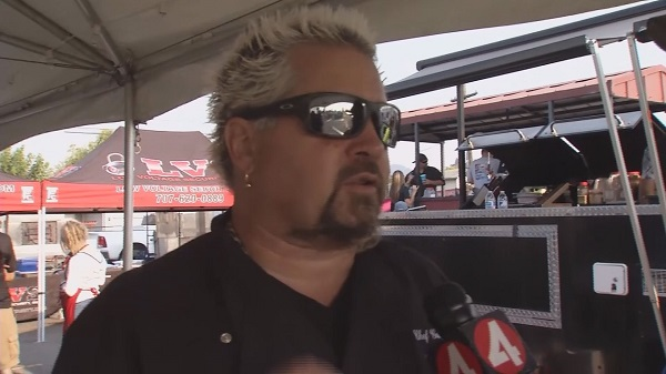 guy fieri helps fire victims_427764