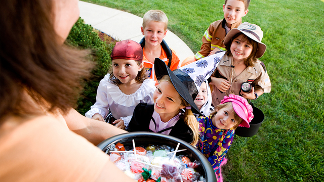 halloween-candy-children-trick-or-treating_1538413441894_404644_ver1.0_57732451_ver1.0_640_360_1539121886427.jpg