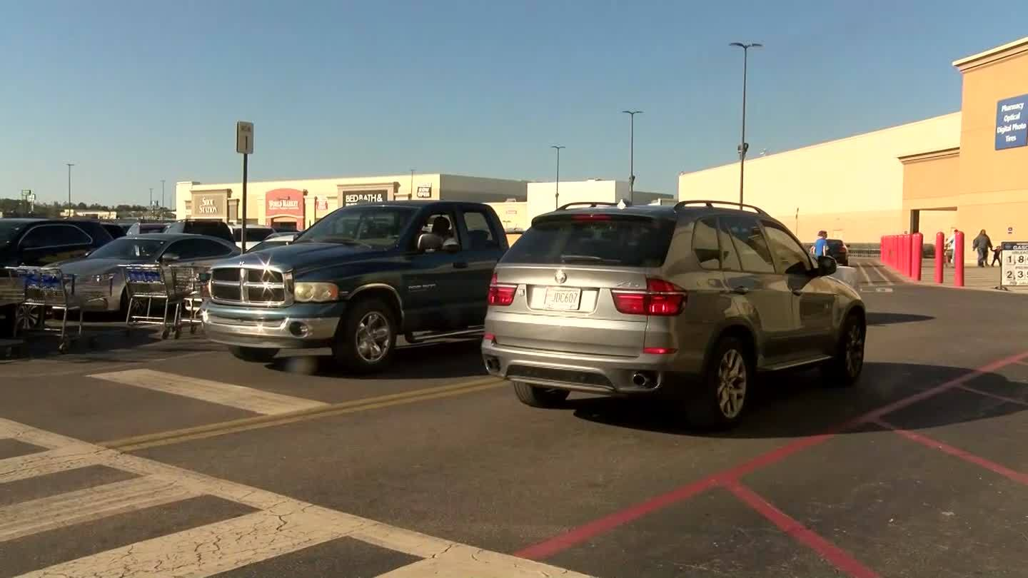 VIDEO: Last minute shoppers pack the stores in Mobile
