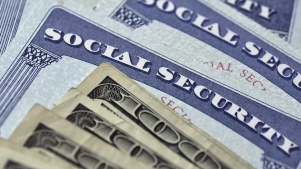 Social Security to increase 1.6 percent next year for cost-of-living adjustment
