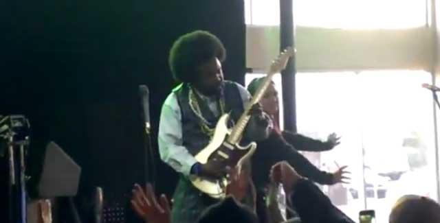 Afroman hits fan_26612