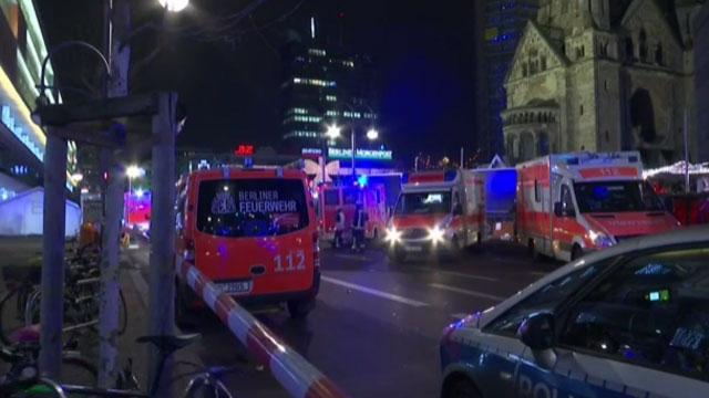 truck runs into berlin crowd_345911