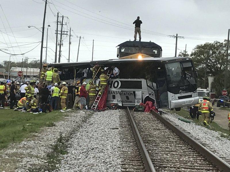 Mississippi train, bus accident_383373