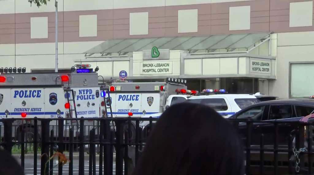 Gunman at New York hospital bronx_421817