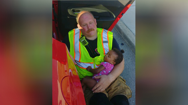 Chattanooga fire captain comforts girl