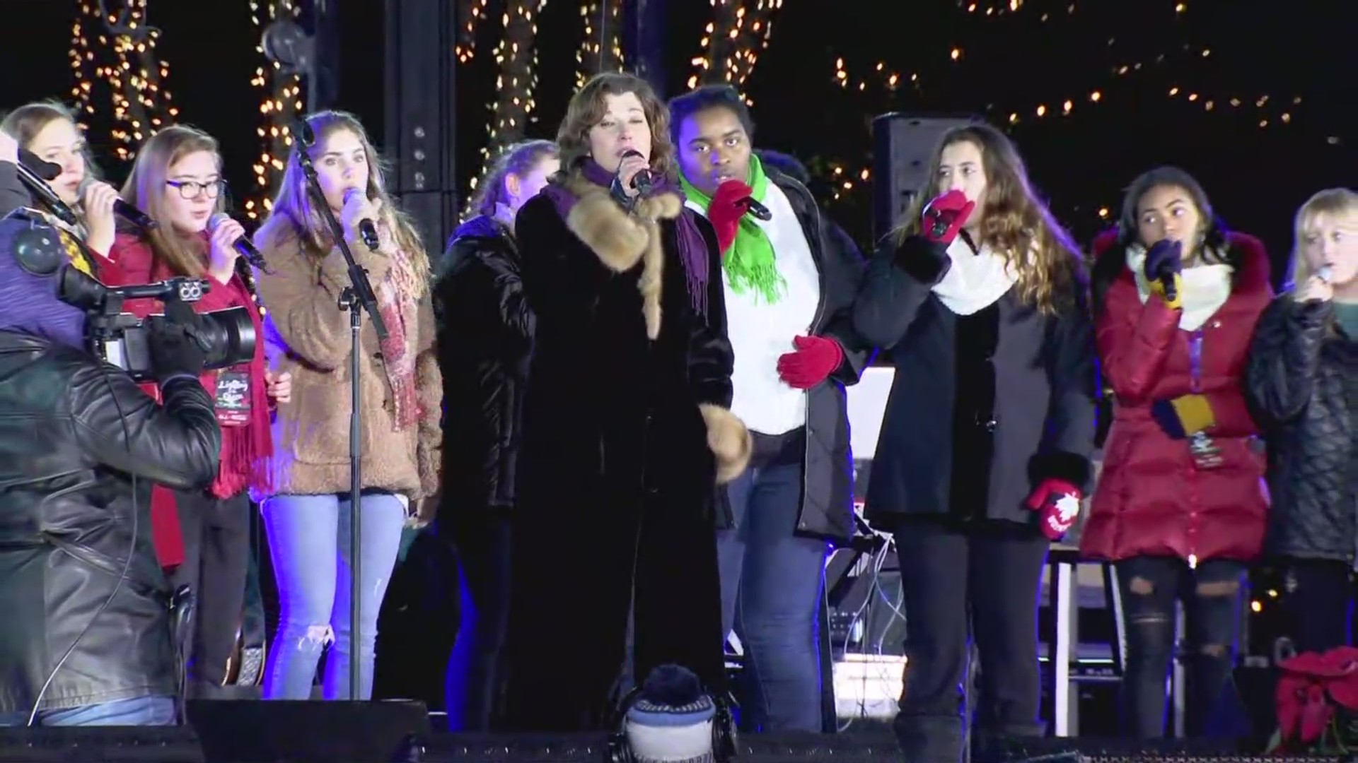 Amy Grant sings with choir